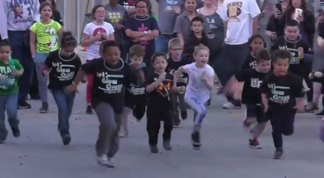 Griffith Elementary hosts Glow Run fundraiser