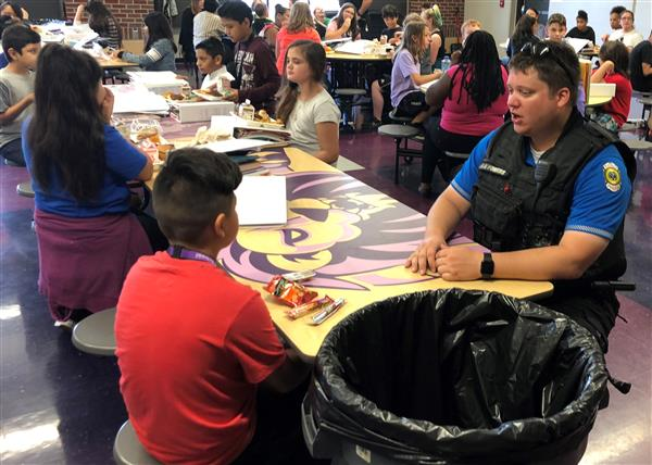 WPD Officer has lunch with middle school student