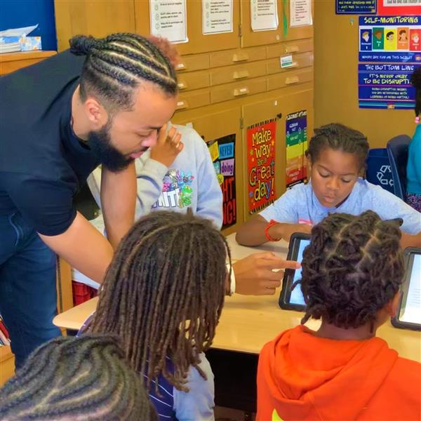 Volunteer teaches coding to third grade studentsto